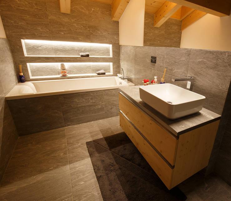 Baños de estilo  por BEARprogetti - Architetto Enrico Bellotti