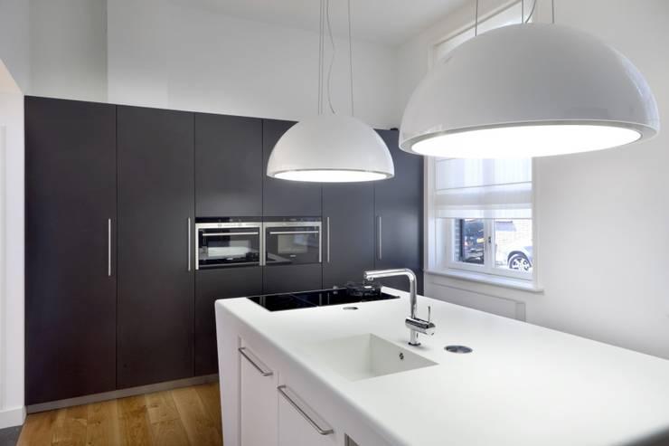 Verbouwing monumentaal pand Gemert:  Keuken door Wessel van Geffen Architecten