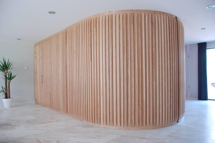 Verbouwing Woonhuis te Veghel:  Gang en hal door Wessel van Geffen Architecten , Modern