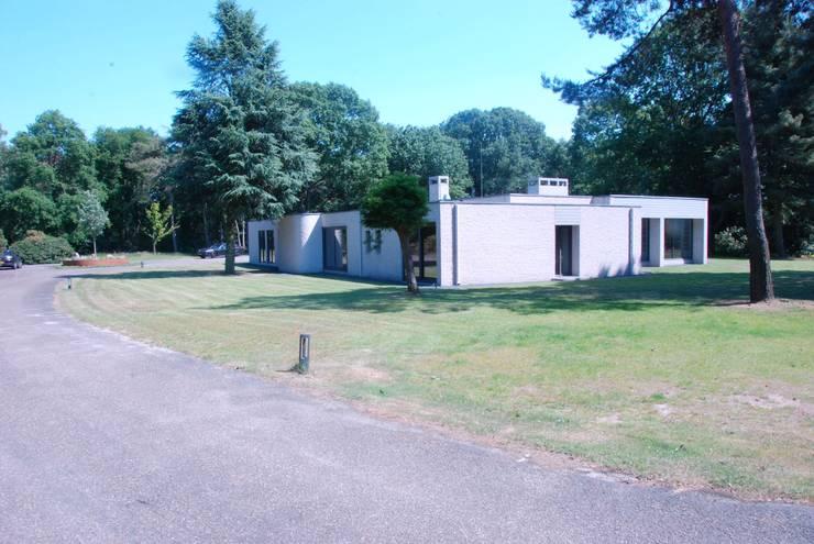 Verbouwing Woonhuis te Veghel:  Bungalow door Wessel van Geffen Architecten , Modern