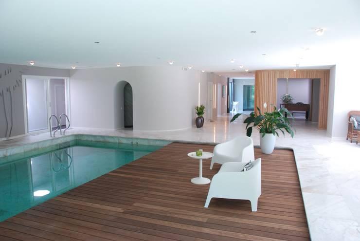 Verbouwing Woonhuis te Veghel:  Zwembad door Wessel van Geffen Architecten , Modern