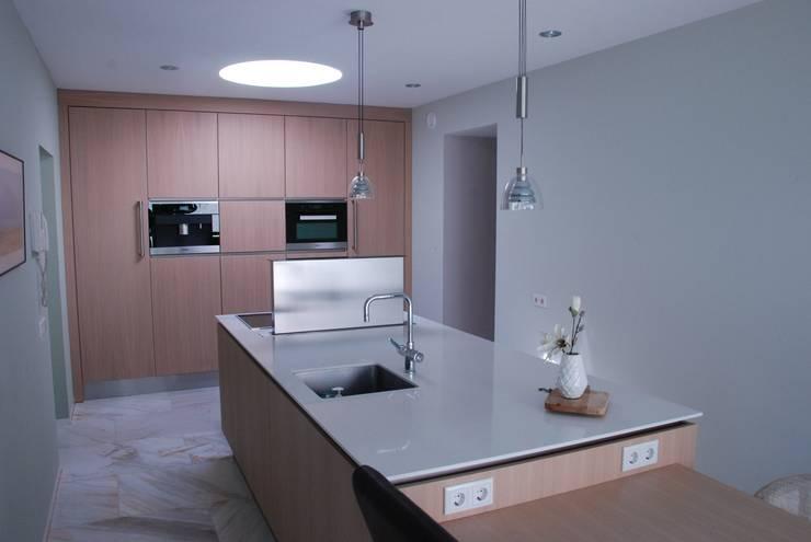 Verbouwing Woonhuis te Veghel:  Keuken door Wessel van Geffen Architecten