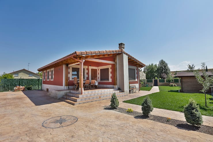Rumah by GRUPO EUROCASA MODULAR