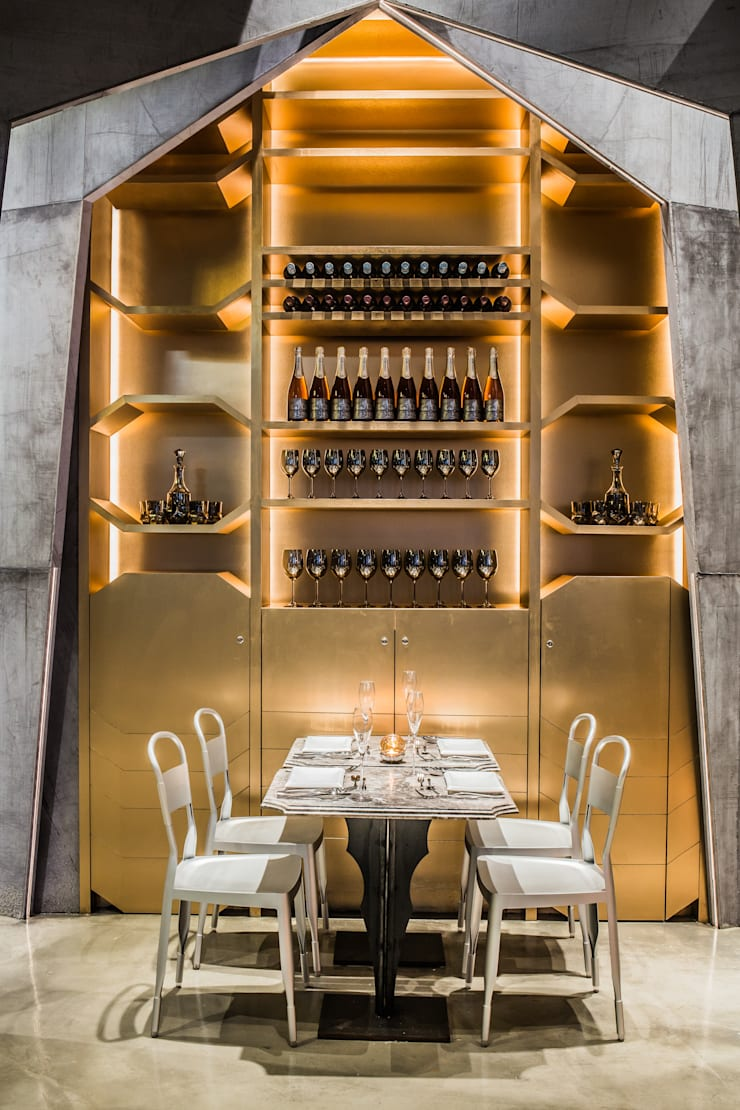 Castello 4:  Bars & clubs by Millimeter Interior Design Limited