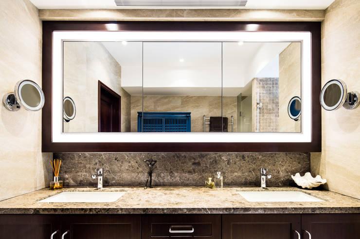 現代浴室設計點子、靈感&圖片 根據 Nicole Cromwell Interior Design 現代風 木頭 Wood effect