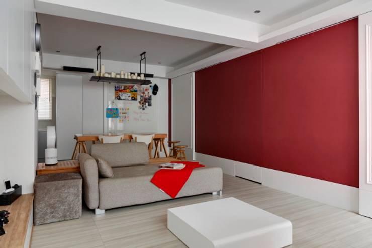 浪漫小屋:  牆面 by 誼軒室內裝修設計有限公司