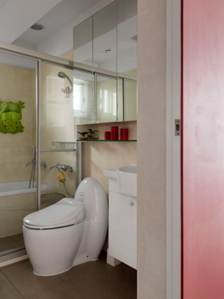 浪漫小屋:  浴室 by 誼軒室內裝修設計有限公司