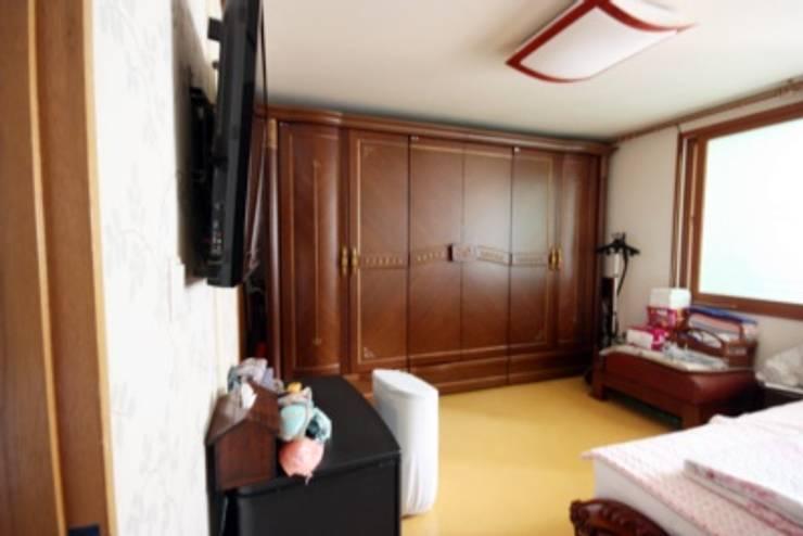 [홈라떼] 인천 32평 오래된 빌라, 모던한 홈스타일링 : homelatte의  침실