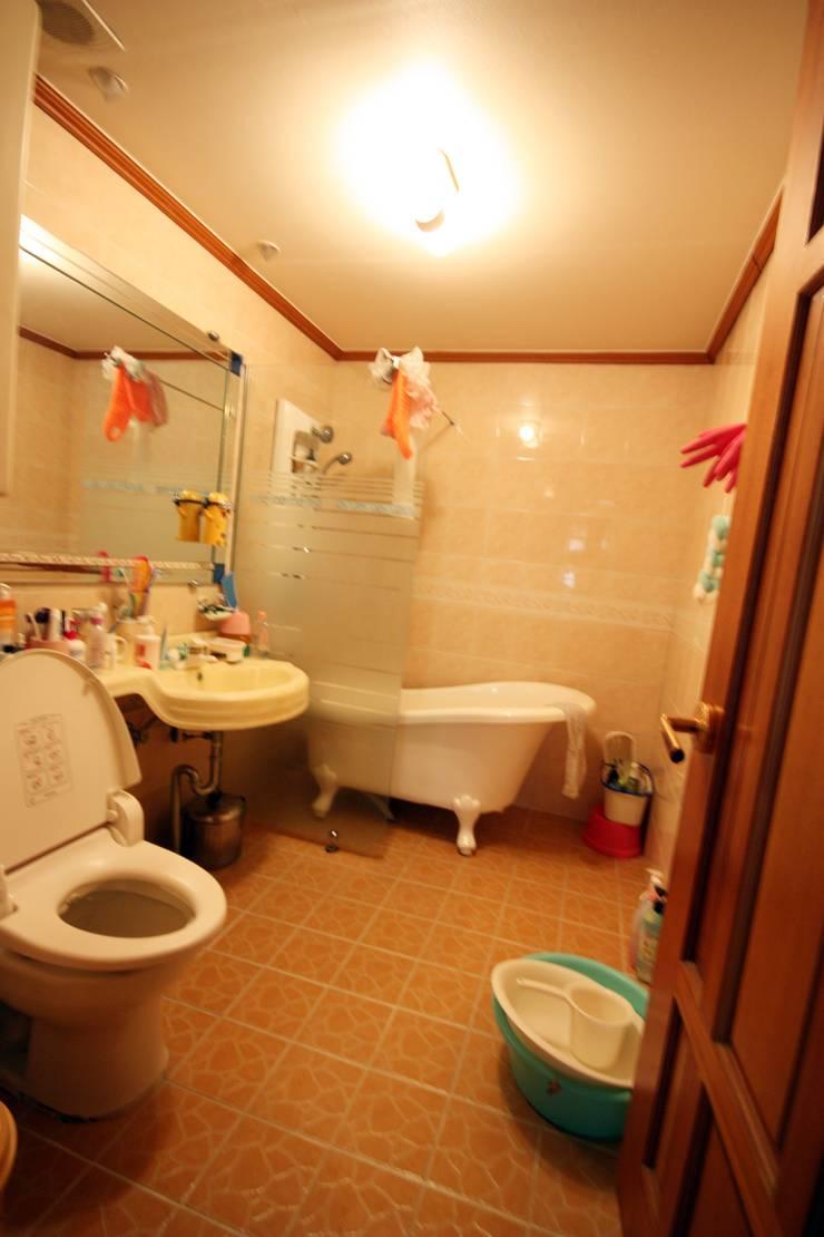 [홈라떼] 인천 32평 오래된 빌라, 모던한 홈스타일링 : homelatte의  욕실