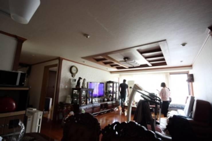 [홈라떼] 인천 32평 오래된 빌라, 모던한 홈스타일링 : homelatte의  거실