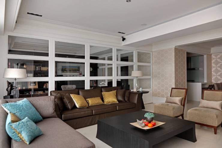 現代英倫風:  客廳 by 誼軒室內裝修設計有限公司