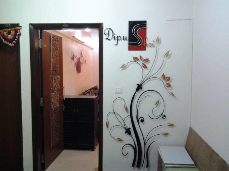 RESIDENTIALINTERIOR:  Corridor & hallway by SAVVY  Architects & Interior Designers