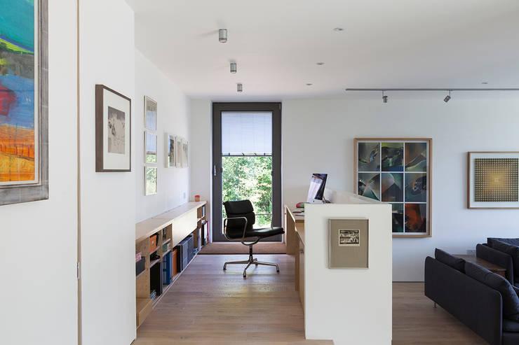 Ruang Kerja oleh Designscape Architects Ltd, Modern