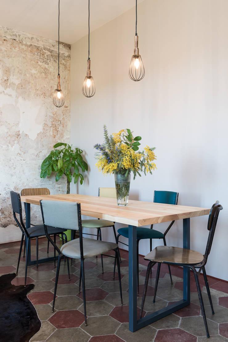 SCL_FLAT: Sala da pranzo in stile  di Caterina Raddi,