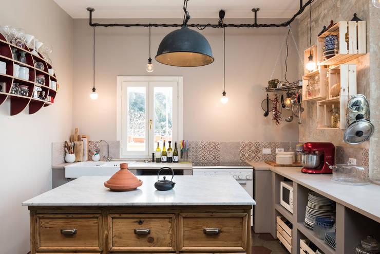 SCL_FLAT: Cucina in stile  di Caterina Raddi,