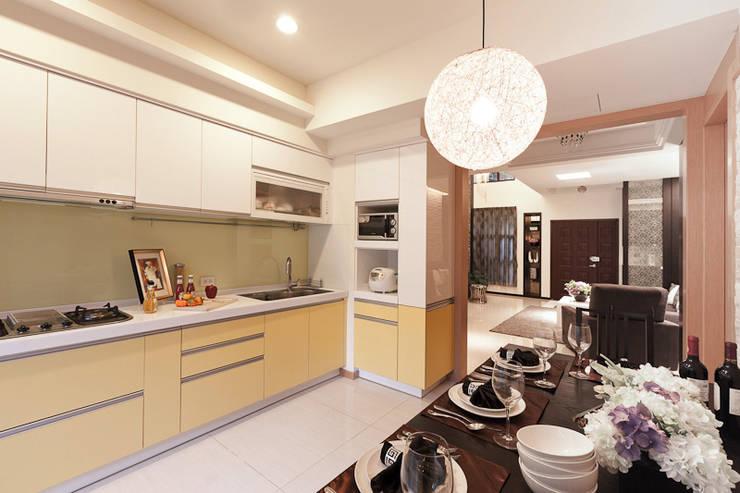仰‧初相:  廚房 by 芸采創意空間設計-YCID Interior Design