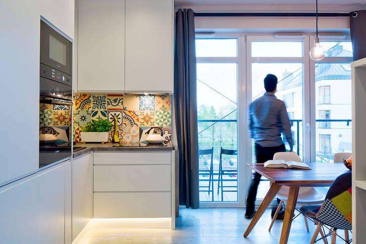 Białołęka Flat: Cocinas de estilo  por All Arquitectura