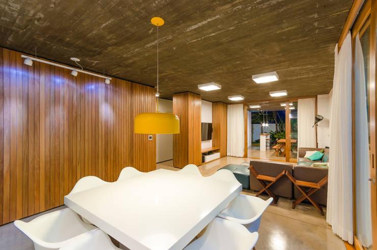 Comedores de estilo moderno por Diego Alcântara  - Studio A108 Arquitetura e Urbanismo