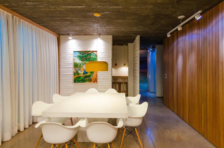 餐廳 by Diego Alcântara  - Studio A108 Arquitetura e Urbanismo