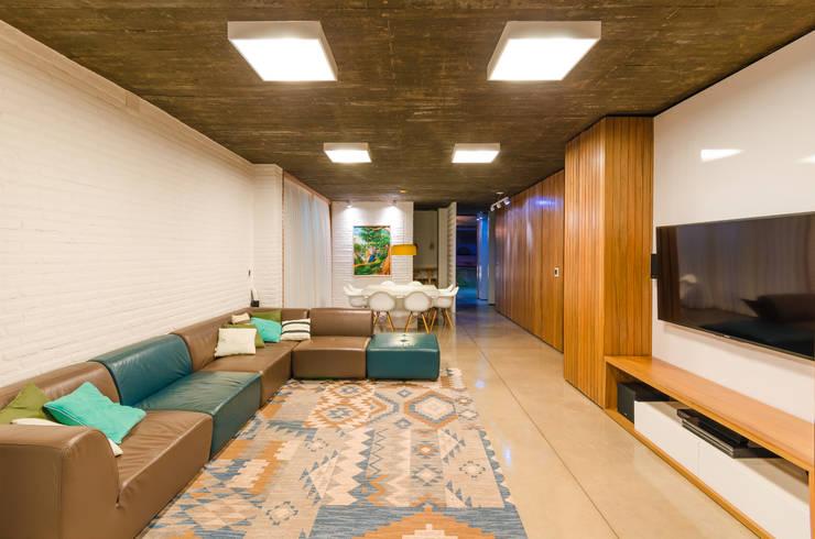 Salas / recibidores de estilo moderno por Diego Alcântara  - Studio A108 Arquitetura e Urbanismo