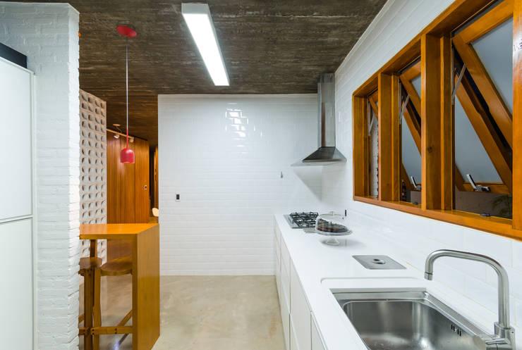 廚房 by Diego Alcântara  - Studio A108 Arquitetura e Urbanismo