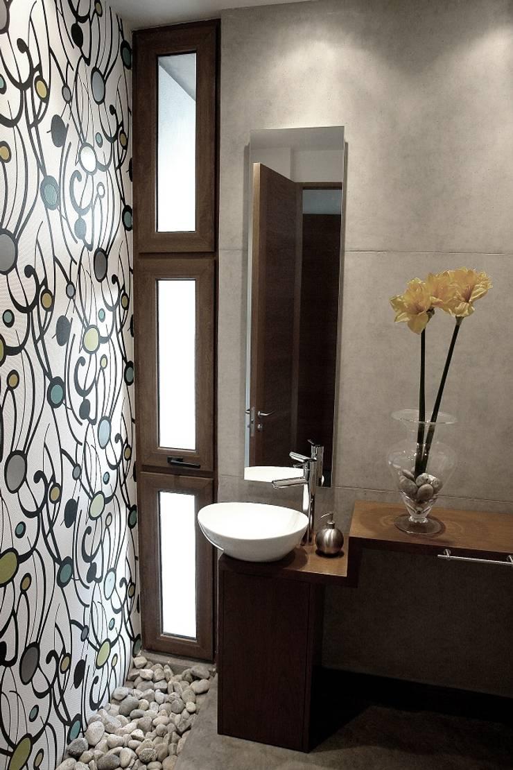 Baño - Hormigón a la Vista - Iluminación Baño: Baños de estilo  por JPV Arquitecto
