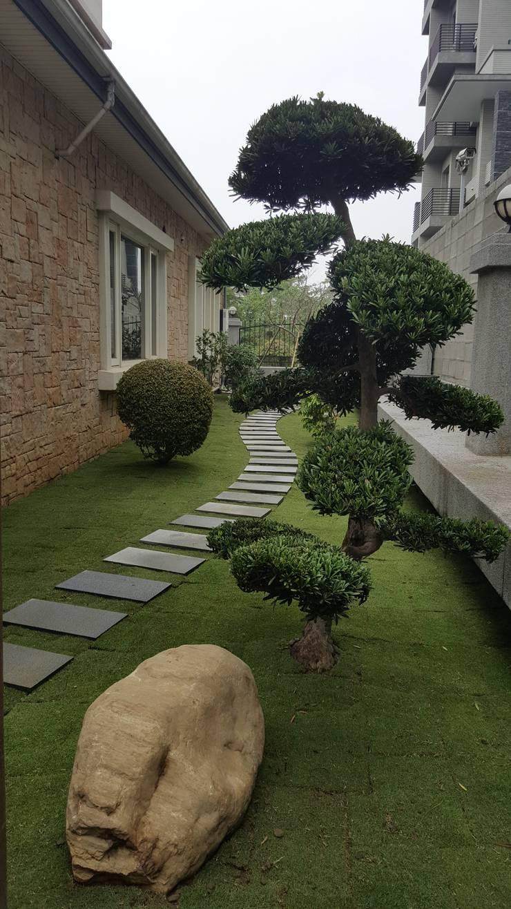 微曲線的步道~讓後院不再呆板!:  庭院 by 霖森園藝