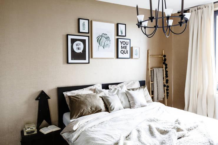Bedroom by Marion van Vliet Interieurontwerp