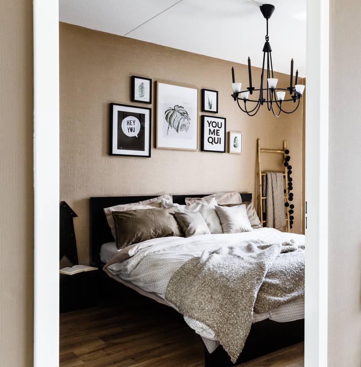 Private apartment:  Slaapkamer door Marion van Vliet Interieurontwerp