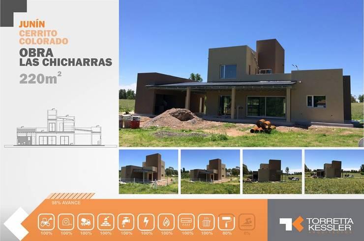Las chicharras I: Casas de estilo  por TORRETTA KESSLER Arquitectos,