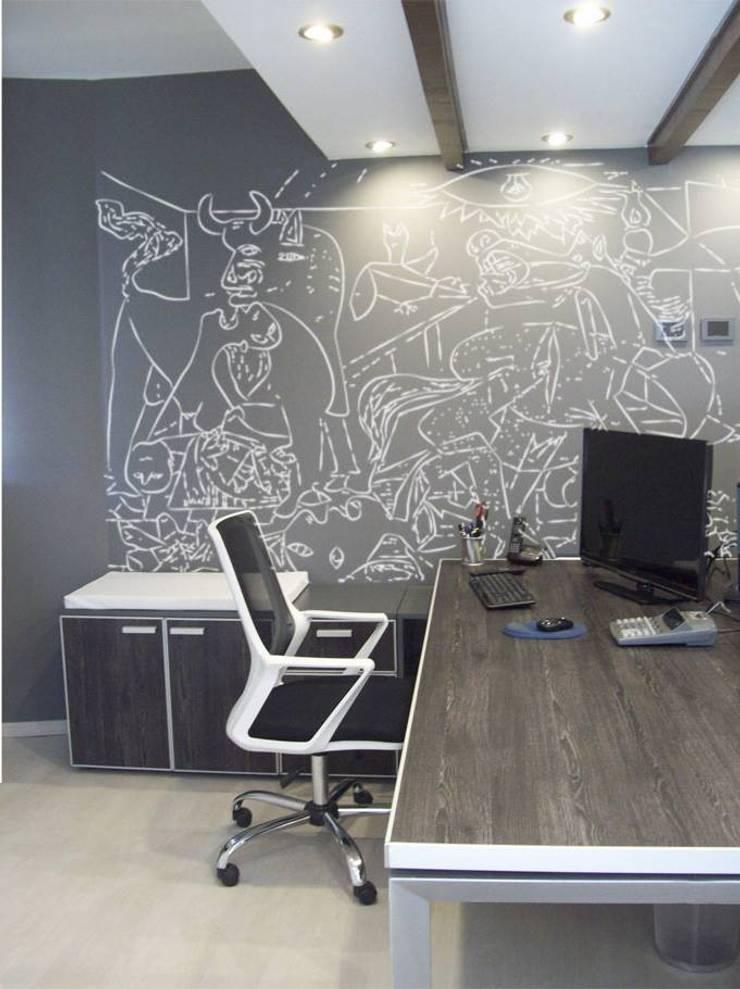 Puesto de trabajo: Estudios y oficinas de estilo  por TORRETTA KESSLER Arquitectos,