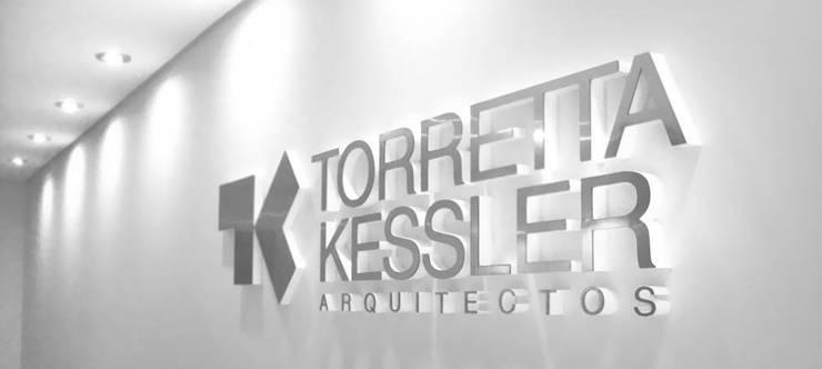 Oficinas Estudio TK: Estudios y oficinas de estilo  por TORRETTA KESSLER Arquitectos,