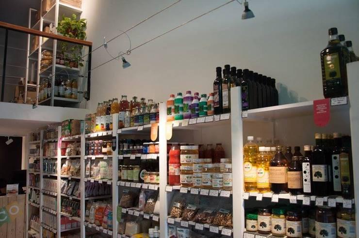 Cultivarte, almacén orgánico: Oficinas y locales comerciales de estilo  por TORRETTA KESSLER Arquitectos,