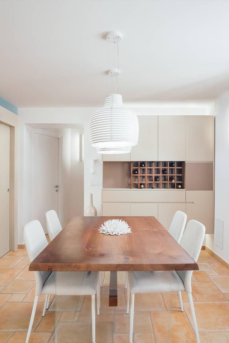 Ruang Makan oleh manuarino architettura design comunicazione, Modern Kayu Wood effect