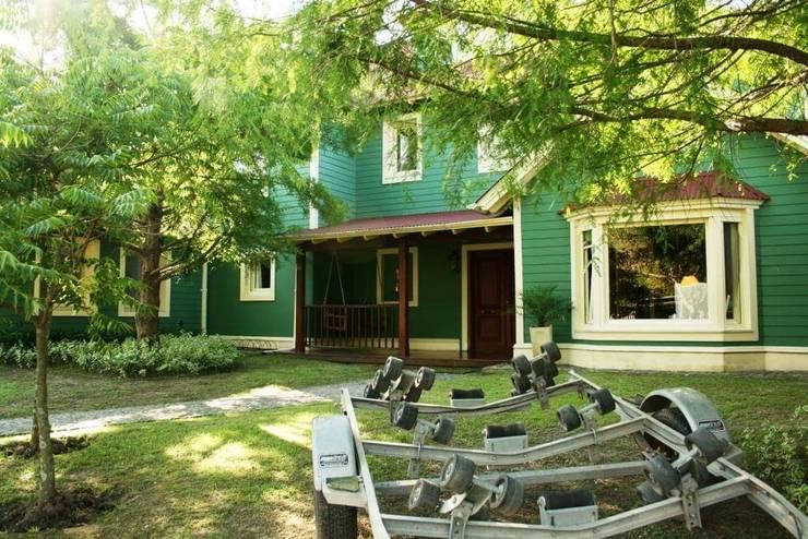 Casa en Tigre: Casas de estilo  por Rocha & Figueroa Bunge arquitectos,