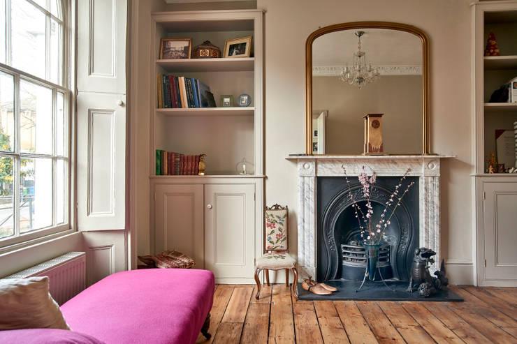 classic Living room تنفيذ Purdom's Bespoke Furniture