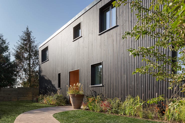 modern Houses by Gresford Architects