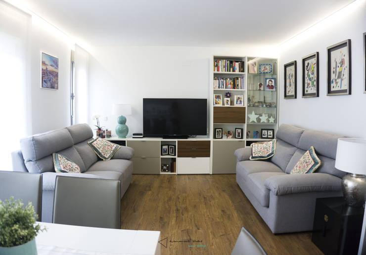 Salas de estilo moderno por emmme studio