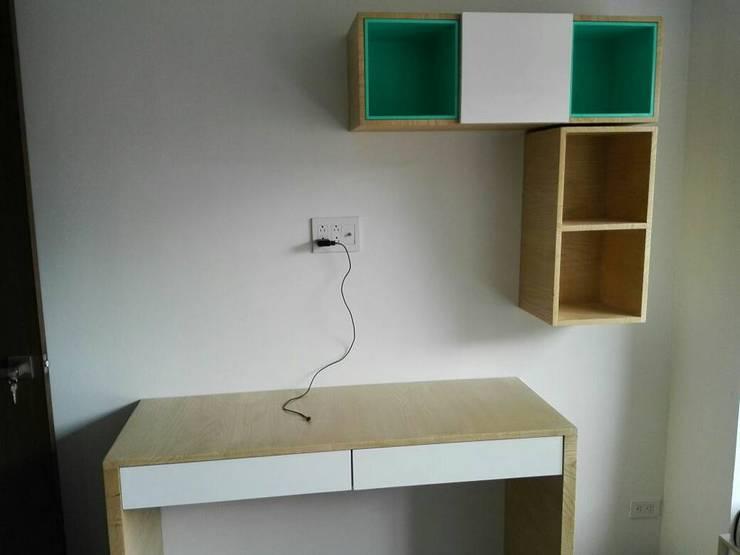 escritorio con almacenamiento: Estudio de estilo  por Camargo estudio creativo
