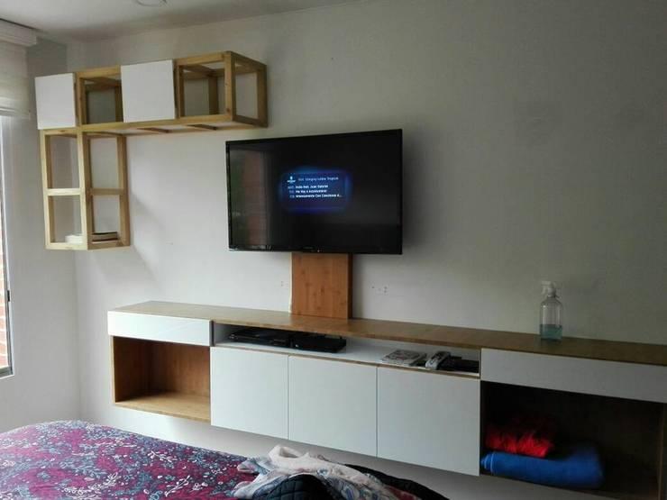 centro de tv con mueble de 250cms: Sala multimedia de estilo  por Camargo estudio creativo