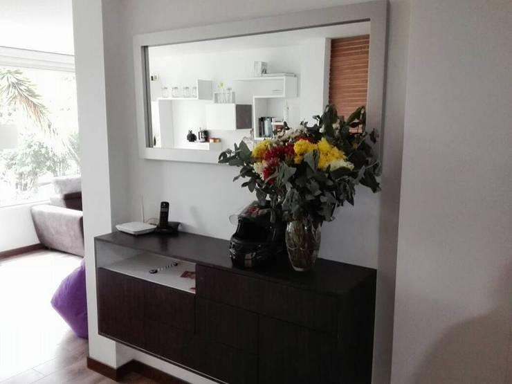 mueble de entrada para apto: Hogar de estilo  por Camargo estudio creativo