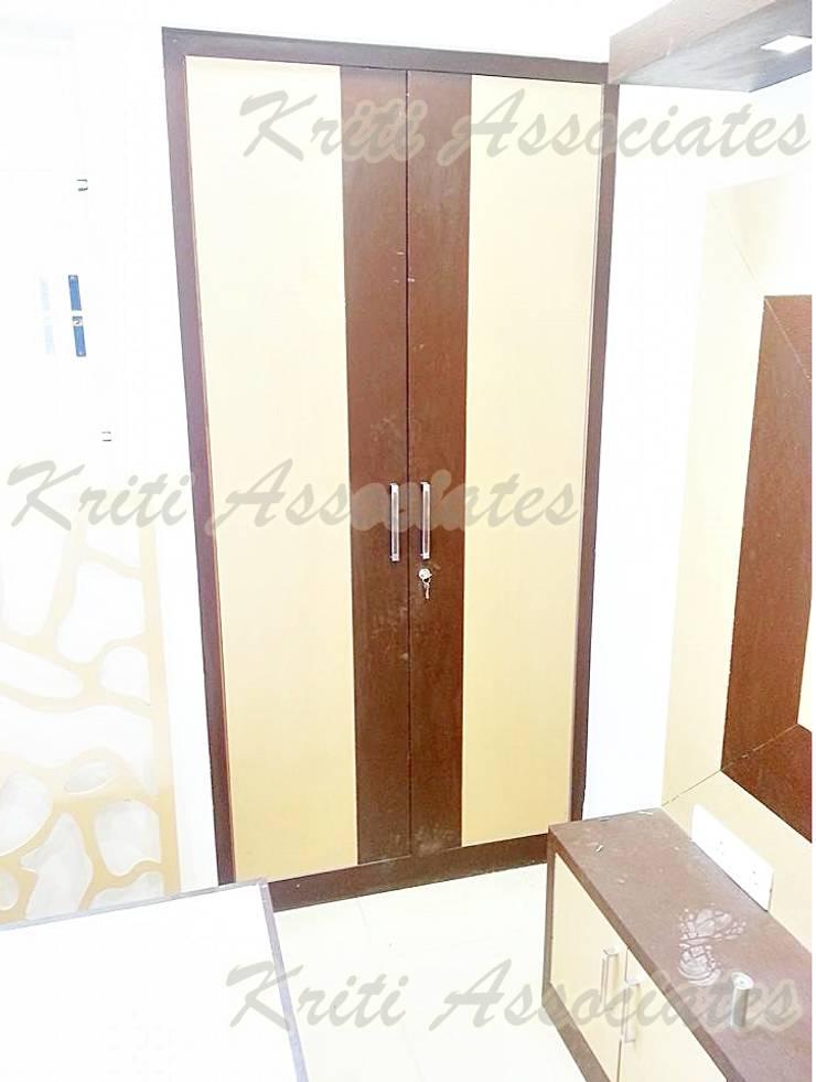 Interior:  Corridor & hallway by Kriti Associates / girishsdesigns