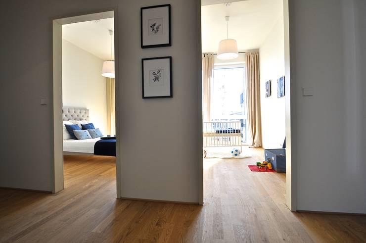 Maritim und männlich:  Flur & Diele von Karin Armbrust - Home Staging,