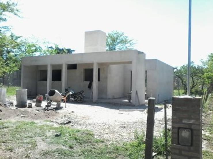 Casas de estilo mediterráneo de BENGAL CONSTRUCCIONES Mediterráneo