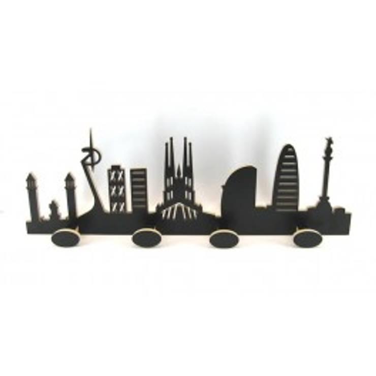 Perchero skyline: Hogar de estilo  por artesania de madera