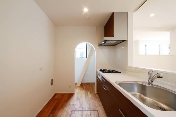 Kitchen by 株式会社ハウジングアーキテクト建築設計事務所