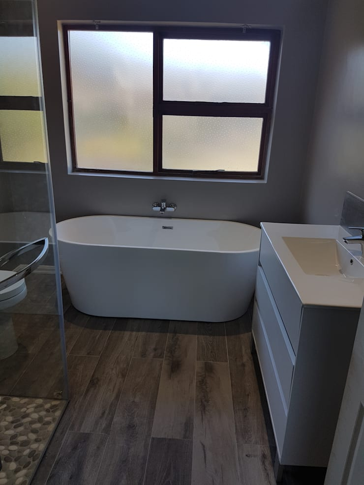 Bathroom renovation:   by Mybuilders