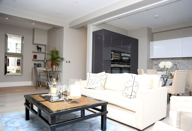 Full house renovation in Marylebone, London W1U:  Living room by APT Renovation Ltd