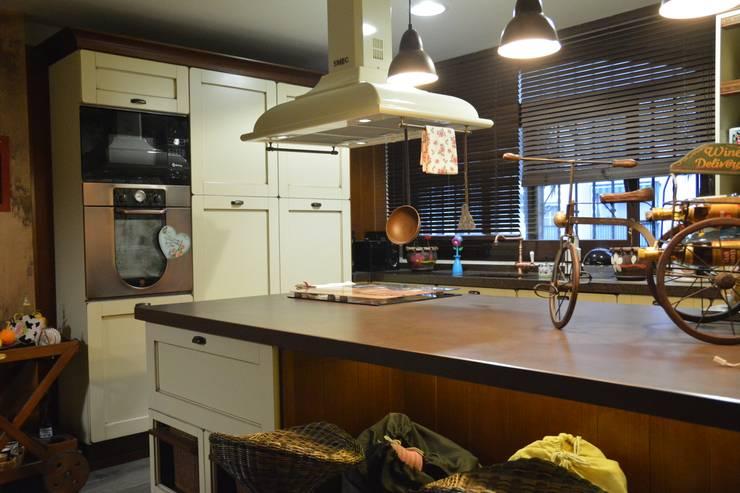 Kitchen by Cocinahogar Estudio