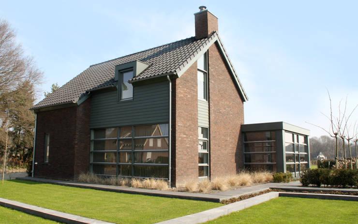 Woonhuis (nieuwbouw) te Boekel:  Huizen door bureau voor architectuur aujourd´hui boekel, Landelijk